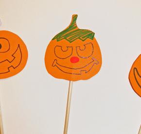 Dekoracje Halloween - dynie na patyczkach